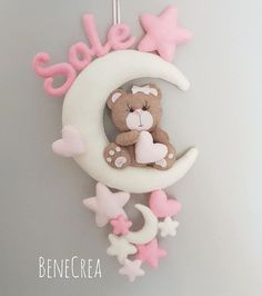 Fiocchi nascita Foam Crafts, Baby Crafts, Diy And Crafts, Baby Kranz, Felt Name Banner, Handmade Baby Gifts, Baby Mobile, Felt Garland, Felt Baby