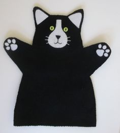 Cat Hand Puppet Black and White felt by CraftyCatLadyUK on Etsy Glove Puppets, Felt Puppets, Puppets For Kids, Felt Finger Puppets, Hand Puppets, Felt Patterns, Stuffed Toys Patterns, Finger Puppet Patterns, Puppet Crafts