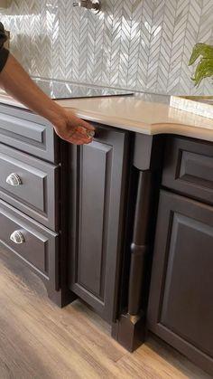 Kitchen Cupboard Designs, Kitchen Cabinet Storage, Kitchen Room Design, Modern Kitchen Design, Kitchen Layout, Home Decor Kitchen, Interior Design Kitchen, Kitchen Ideas, Pull Out Kitchen Storage