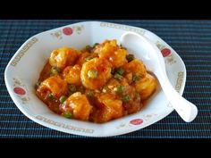 Ebi Chili (Chile Prawns/Shrimp) is a popular Chinese dish in Japan. Succulent shrimp glazed in a sweet and spicy sauce. YUMMY!!! It goes great with rice. Per...