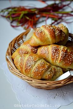 CORNURI DE CARTOFI CU BRANZA - Rețete Fel de Fel Baby Food Recipes, Bread Recipes, Cooking Recipes, Healthy Recipes, Croissant, Bread Baking, Food And Drink, Breakfast, Sweet