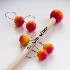Stitch markers for hand knitting. Closed version for up to size 6 mm or US Design and colors matching the knit affair straight needles. Made in Germany. Wooden Knitting Needles, Hand Knitting, Stitch Markers, Knitting Projects, Affair, Make It Yourself, Sunrise, Instagram Posts, Pattern