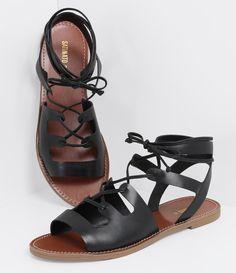 Sandália feminina Modelo gladiadora Rasteira Com amarração Marca: Satinato Material: sintético COLEÇÃO INVERNO 2016 Veja outras opções de sandálias femininas. Sobre a marca Satinato A Satinato possui uma coleção de sapatos, bolsas e acessórios cheios de tendências de moda. 90% dos seus produtos são em couro. A principal característica dos Sapatos Santinato são o conforto, moda e qualidade! Com diferentes opções e estilos de sapatos, bolsas e acessórios. A Sati.... Low Heel Sandals, Pump Shoes, Low Heels, Gladiator Sandals, Shoe Boots, Shoes Sandals, Flat Sandals, Spring Fashion 2017, Shoe Show