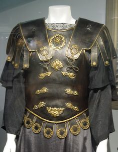 Commodus movie costume - Gladiator ❤the fake abs Theatre Costumes, Movie Costumes, Cool Costumes, Rome Costume, Roman Armor, Roman Warriors, Roman Soldiers, Roman Fashion, Royal Clothing