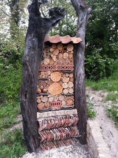 Das Insektenhotel ist ein Konzept, das die Anwesenheit von Insekten und S… The insect hotel is a concept that optimizes the presence of insects and arachnids, which are desirable through winter survival. Source by mnvicentchamfro Garden Bugs, Garden Insects, Garden Art, Garden Design, Bug Hotel, Mason Bees, Design Jardin, Birds And The Bees, Beneficial Insects
