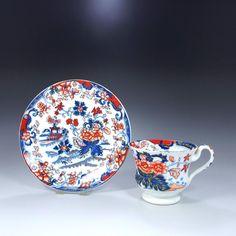 英国の名窯ミントンの 有名な 『JAPAN』 パターンです。1835年頃の作品です。西洋人から見た日本はこんなイメージだったのです。とても力強いタッチで描かれた作品です。 http://eikokuantiques.com/?pid=94817678 #イギリス #ミントン #アンティークカップ #英国アンティークス #JAPAN