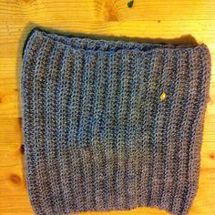 crochet cowl in grey Cowls, Beanie Hats, Crochet Projects, Knitted Hats, Knitting, Grey, Fashion, Gray, Moda
