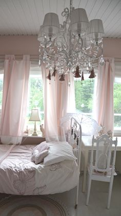 Kaunis pieni elämä- A beautiful life blog. Chandelier in the girls room. #bunnyinthewindow