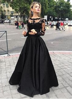 Ball-Gown Scoop Neck Floor-Length Satin Prom Dress With Ruffle Appliques Lace