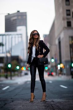 10 Tips To Make Affordable Pieces Look Expensive - Mia Mia Mine - Outfit Ideen Trendy Fall Outfits, Casual Outfits, Fashion Outfits, Womens Fashion, Fashion Tips, Fashion Clothes, Fall Fashion Trends, Autumn Fashion, Outfits Pantalon Negro