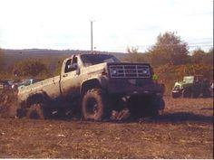 Green monster Medium Duty Trucks, Green Monsters, Square Body, Chevy Trucks, Hot Cars, Offroad, Mud, Diesel, Beast