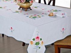 Patchwork tablecloth hand-embroidered  Toalha de mesa patchwork bordada a mão