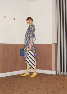 Balenciaga Resort 2018 Fashion Show, Runway, Womenswear Collections at TheImpression.com - Fashion news, street style, models, accessories