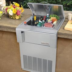 Alfresco's Versa Chill Countertop Refrigerator asks you to use your imagination. Are you looking for an outdoor smoothie station? A beverage and glass chiller? How about somewhere to keep your keg cool? It does it all.