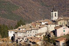 Todiano è una località del comune di Preci, posta su un colle a 892 m. di altezza, il cui toponimo è di origine incerta, probabilmente prediale; l`antica menzione era Tuturani.