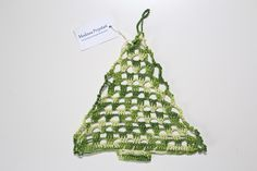 Zielona choinka wykonana ręcznie na szydełku  facebook.com/twojamodowaprzystan