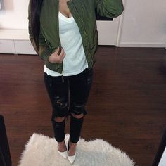 Love this look so much. I'm going to DIY rip my black jeans. Should I post about it on http://vixmeldrew.com?