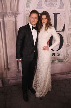 Michael Stephen Shank and Taylor Hill attend the Ralph Lauren fashion show during New York Fashion Week at Bethesda Terrace on September 2018 in New York City. Get premium, high resolution news photos at Getty Images Green Hair Colors, Hair Color Dark, Img Models, Ford Models, Taylor Hill Instagram, Michael Shanks, Taylor Marie Hill, Ralph Lauren Style, Versus Versace