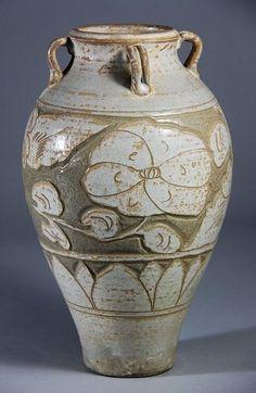 A Cizhou Kiln Porcelain Vase with Floral Design, Song H: 26.6cm.