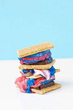 of July is right around the corner! Checkout these DIY delicious patriotic tie dye fourth of July smores! 4th Of July Desserts, Fourth Of July Food, 4th Of July Party, July 4th, Fun Desserts, Holiday Desserts, Dessert Recipes, Dove Chocolate, Red Food Coloring
