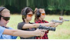 Strzelectwo to wszystkie aktywności, które wykorzystują użycie broni palnej lub pneumatycznej. Do strzelectwa należą aktywności sportowe, bojowe, myśliwskie oraz rekreacyjne. Poznaj najważniejsze konkurencje strzeleckie sportowe, które mogą uprawiać nastolatkowie, osoby dorosłe oraz seniorzy.