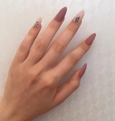 The advantage of the gel is that it allows you to enjoy your French manicure for a long time. There are four different ways to make a French manicure on gel nails. Almond Acrylic Nails, Best Acrylic Nails, Matte Nails, Gel Nails, Nail Manicure, Nail Polish, Minimalist Nails, Nail Swag, Stylish Nails