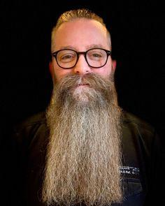 Image may contain: 1 person, smiling, beard, eyeglasses and closeup Long Goatee, Beard Styles, Close Up, Eyeglasses, Image, Instagram, Fashion, Eyewear, Moda