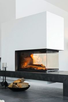 Fireplaces Panorama by Brunner This BRUNNER panorama fireplace in white with anthracite-colored fireplace bench is a real beauty. Vented Gas Fireplace, Double Sided Fireplace, Cozy Fireplace, Fireplace Design, Living Spaces, Living Room, Foyer, Floor Plans, Interior Design