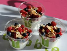 fromage blanc fruits rouges Fruit Salad, Lunch, Restaurant, Fresh, Healthy, Food, Gourmet, Red Berries, Queso Blanco