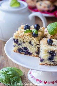 My family absolutely loved the moistness and tenderness of these Blueberry Muffins! Blueberry Muffin Cake, Blueberry Yogurt Muffins, Blueberry Recipes, Blue Berry Muffins, Healthy Muffins, Quick Bread Recipes, Muffin Recipes, Baking Recipes, Top Recipes