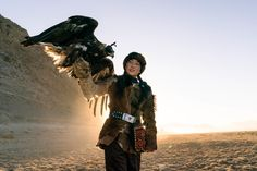 At 14, She Hunts Wolves and Takes Selfies With Cherished Eagle in Mongolia - The New York Times