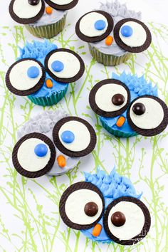 DIY Owl Cupcakes are the perfect fun treat to make with your kids. They are great for birthday parties or fun to make for little owl lovers! Owl Cupcakes, Cupcakes For Boys, Cupcake Cakes, Easy Animal Cupcakes, School Cupcakes, Fancy Cupcakes, Lemon Cupcakes, Fruit Cakes, Strawberry Cupcakes