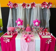 Mesa dulce de cumpleaños de la princesa Aurora Ideas Para Fiestas, Table Decorations, Baby, Princess Birthday, Princess Aurora, Birthday Treats, Candy Stations, Candy Buffet, Princesses