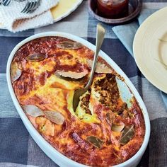 Low Unwanted Fat Cooking For Weightloss Hierdie Tradisionele Bobotie Se Geur Is Onverbeterlik. South African Dishes, South African Recipes, Africa Recipes, Salsa Recipe, Mince Recipes, Cooking Recipes, Bobotie Recipe South Africa, Bagdad Cafe, Kitchens