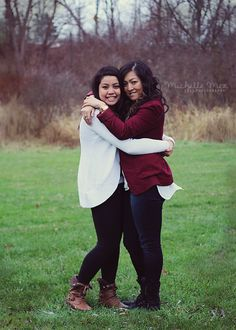 sibling posing ideas, sister posing, sister photography, sibling photo ideas