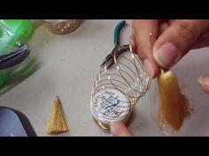 Cómo hacer unos pendientes fáciles de hilo en casa - YouTube Tassel Earing, Diy Tassel, Tassel Jewelry, Fabric Jewelry, Wire Jewelry, Tassels, Silk Bangles, Wire Crochet, Beading Projects