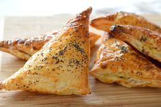 After the success of my Thermomix Spinach and Cheese Rolls, I decided to try these Thermomix Spinach and Cheese Parcels for something a little different. Party Food Items, Pastry Recipes, Cooking Recipes, Belini Recipe, Cheese Triangles, Homemade Sausage Rolls, Savoury Baking, Savoury Pies, Savoury Recipes