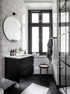 A cool and dreamy scandi apartment (Daily Dream Decor) Rustic Bathroom Decor, Rustic Bathrooms, Bathroom Styling, Bathroom Inspiration, Home Decor Inspiration, Decor Ideas, Scandinavian Apartment, Toilet Storage, Bathroom Trends