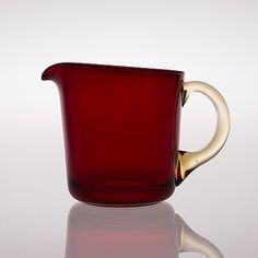 KAJ FRANCK - Glass pitcher '5601' for Nuutajärvi Notsjö, Finland. [h.12,5 cm] Glass Jug, Glass Pitchers, Glass Design, Design Art, Interior Accessories, Ceramic Pottery, Finland, Modern Contemporary, Scandinavian