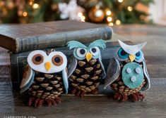 Get in the holiday spirit with these cute, homemade Christmas crafts for kids! Pinecone Owls, Pinecone Ornaments, Owl Ornament, Diy Christmas Ornaments, Felt Ornaments, Homemade Christmas, Holiday Crafts, Christmas Decorations, Craft Decorations