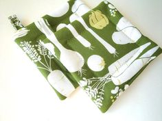 Atomic Pot Holder Set Avocado Green by rusticpatriotgirl on Etsy, $12.50   Love the retro look of this fabric
