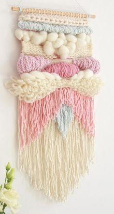 Weaving Loom Diy, Weaving Art, Tapestry Weaving, Hand Weaving, Crochet Wall Hangings, Weaving Wall Hanging, Weaving Projects, Macrame Projects, Yarn Wall Art