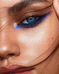 Lana Del Rey Makeup Eyeliner Winged Liner natural vintage with retro hairstyles . - Beauty - Make UP Makeup Eye Looks, Cute Makeup, Eyeshadow Looks, Gorgeous Makeup, Blue Eyeshadow, Blue Eyeliner Looks, Eyeshadow Palette, Brown Eyeliner, Colorful Eyeshadow