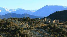 Tierra indómita: montañas del Sobrarbe camino de la villa de Aínsa (Huesca).