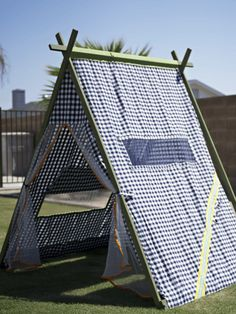 You should make one of these for the kids this summer. 25 play tents for kids - When my kids were little, I had a tent that folded flat. Spent many, many hours playing in that tent. Every kids should have a tent.