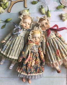Купить или заказать Куклы в антикварном стиле 2 в интернет магазине на Ярмарке Мастеров. С доставкой по России и СНГ. Срок изготовления: 7-10 дней, в зависимости от…. Материалы: Ладолл, хлопок, опилки, акрил, кружево. Размер: 21 см