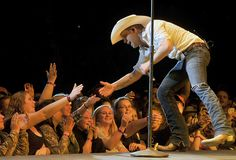Country music star Justin Moore entertains students at concert in the Ramsey Center.
