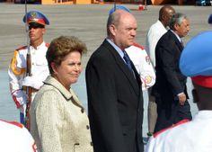 La Presidenta de la República Federativa del Brasil, Dilma Rousseff, a su arribo al Aeropuerto Internacional José Martí, en La Habana, Cuba, el 26 de enero de 2014, para participar en la II Cumbre de la Comunidad de Estados Latinoamericanos y Caribeños (CELAC). AIN FOTO/Marcelino VÁZQUEZ HERNÁNDEZ