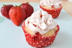 Fresh Strawberry Dream Cupcakes with Fresh Strawberry Buttercream