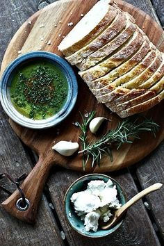 Herb and Garlic Dipping Oil for bread - Foodie with Family I Love Food, Good Food, Yummy Food, Tasty, Cuisine Diverse, Cooking Recipes, Healthy Recipes, Kale Recipes, Healthy Desserts